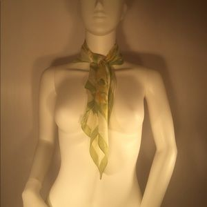 Beautiful Spring Green AVON Scarf!